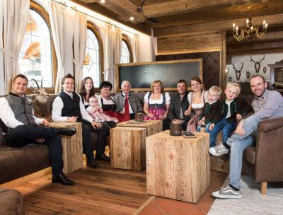 innsbrucker-huette-hotel-der-stubaierhof-familienbild-ihre-gastgeber