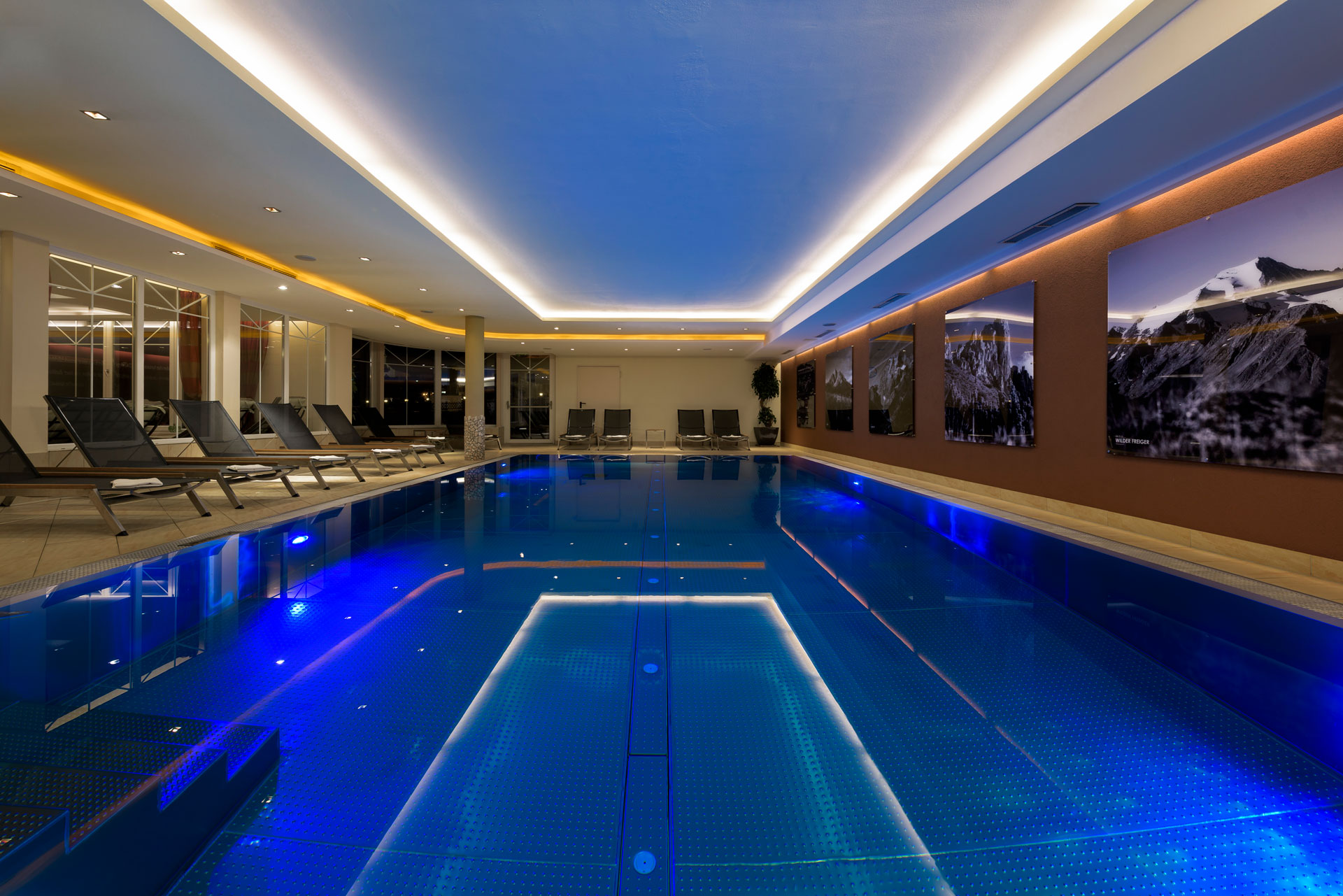wellness-indoor-pool-hotel-der-stubaierhof-neustift-urlaub-stubaital