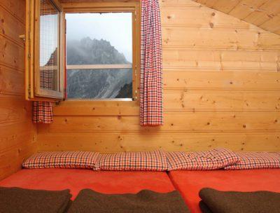 gemuetliche-bettenlager-und-zimmer-innsbrucker-huette